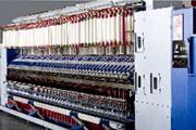 华方科技也紧跟市场需求,针对纺纱企业用工最多、工作量最大的细纱工序,研发生产出能够取代人工落纱、提高细纱机生产效率、降低生产成本、减轻劳动强度的新装备——HF970智能络纱系统。