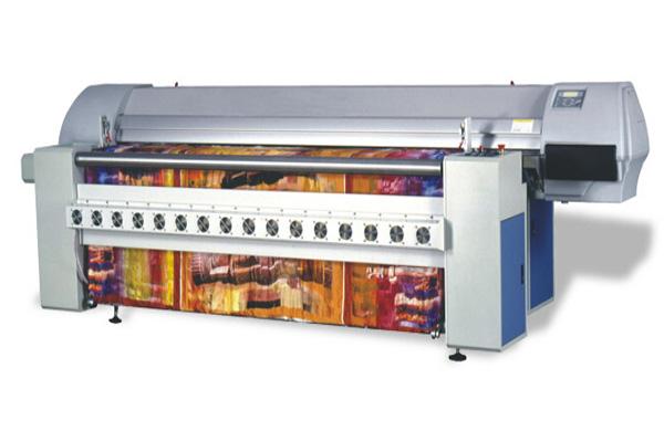 宏华纺织数码喷印系统 DBP1600,工作原理是将图片通过数字化手段,输送到电脑里,通过电脑控制喷头直接打印在面料上的一种新型印花形式。是目前国际主流的数码印花打样、 数码印花教学的应用系统,是宏华在近20年的研发生产中的成熟产品,是广大院校首选的数码印花教学系统。